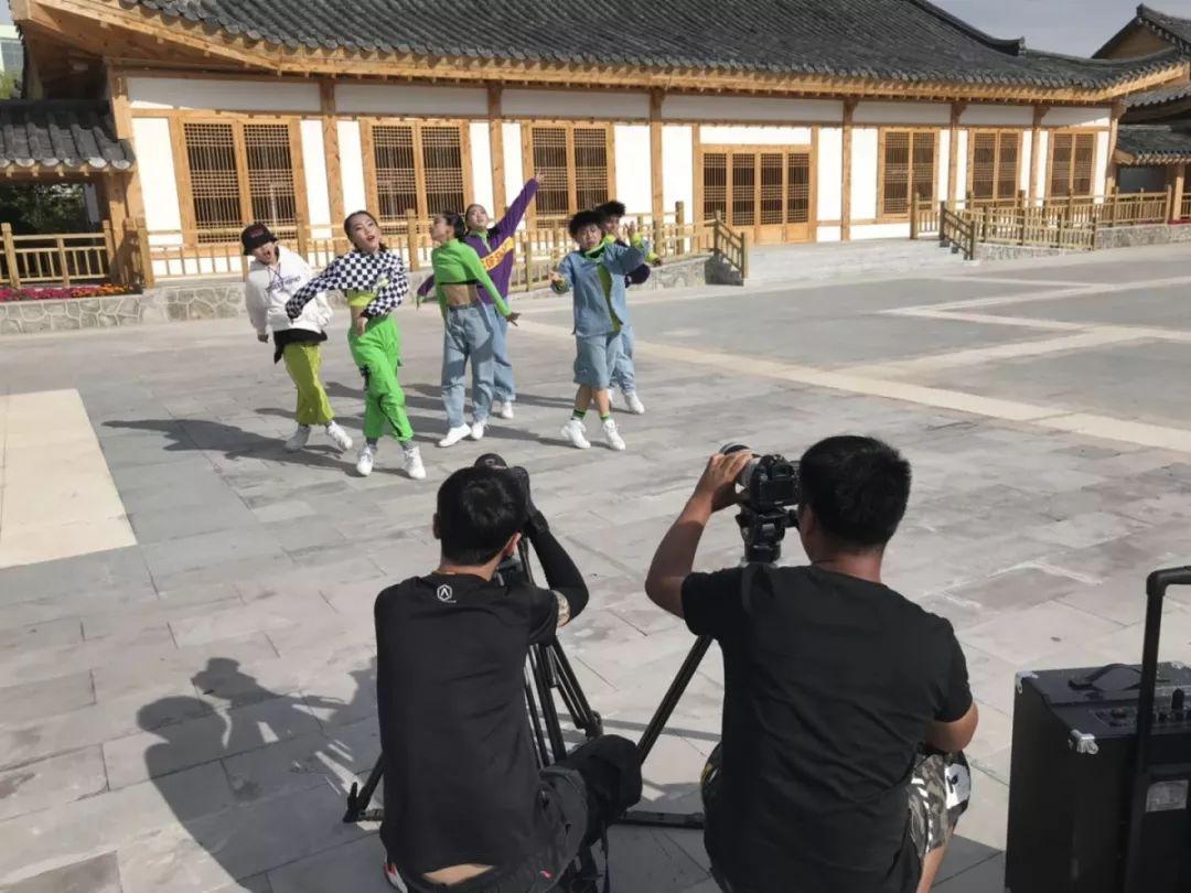 """安徽省体育舞蹈协会_【每周五晚九点】CCTV3《舞蹈世界》暑期特别节目""""街舞英雄 ..."""