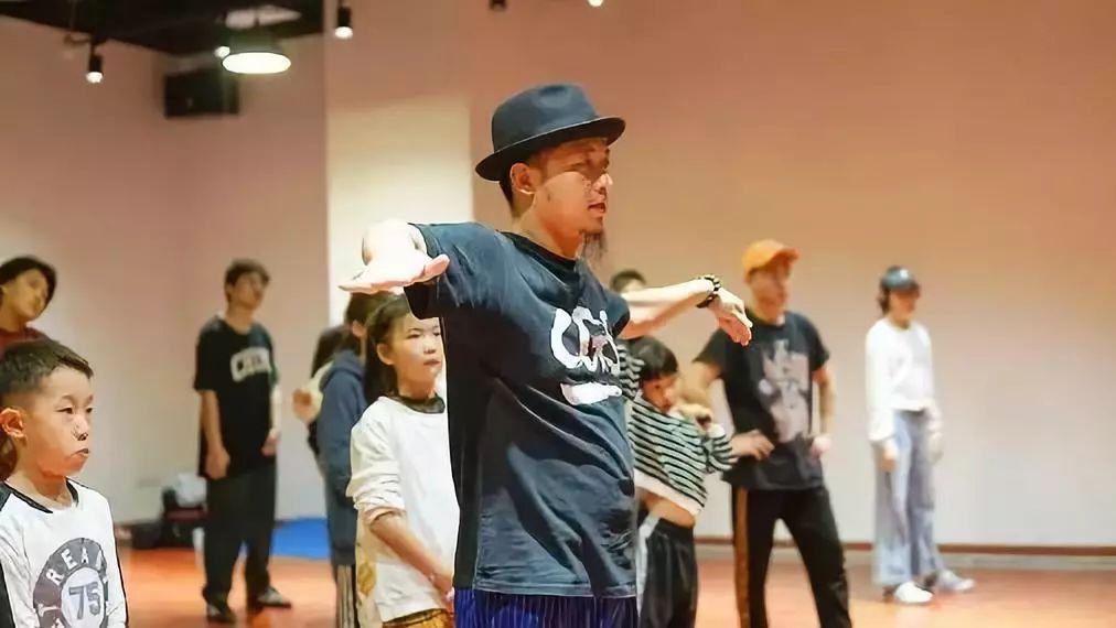 协委员怎么产生_【教学心得】中国舞蹈家协会街舞委员会高级教师、考官黄嘉贤